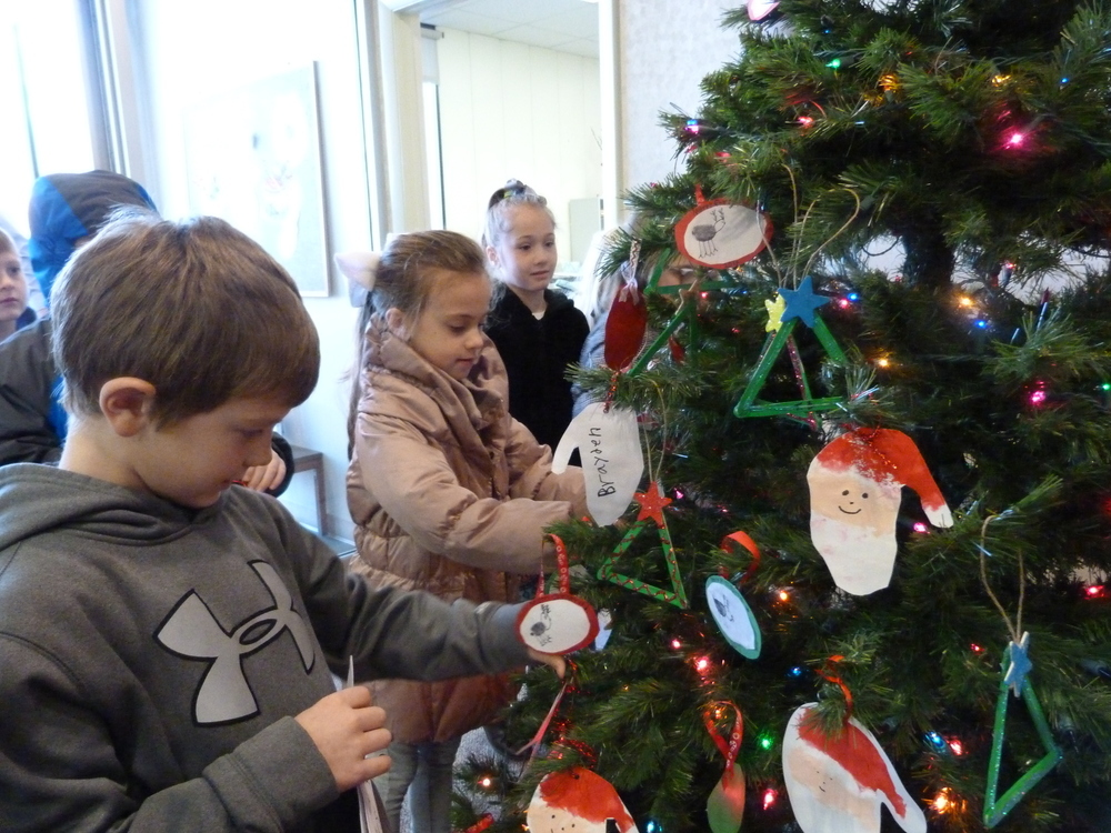 Students decorate administrative office for holidays
